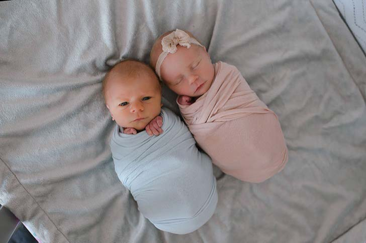 mom-has-a-touching-photoshoot-of-her-newborn-twins-who-didnt-have-much-time-left_1