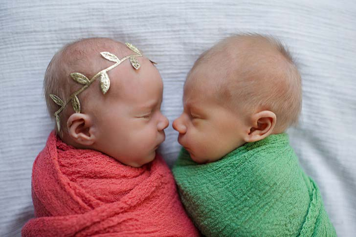 mom-has-a-touching-photoshoot-of-her-newborn-twins-who-didnt-have-much-time-left_4