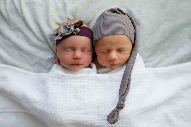 mom-has-a-touching-photoshoot-of-her-newborn-twins-who-didnt-have-much-time-left_6